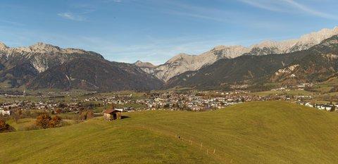 FOTKA - Na vyhlídku Kühbühel a okolo Ritzensee - Panorama Saalfeldenu