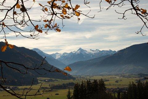 FOTKA - Na vyhlídku Kühbühel a okolo Ritzensee - Pohled na Kitzsteinhorn