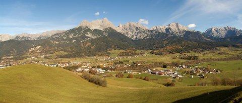 FOTKA - Na vyhlídku Kühbühel a okolo Ritzensee - Panorama pod vyhlídkou