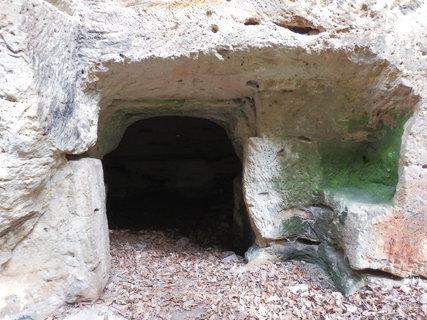 FOTKA - na Kokořínsku najdeme řadu tzv. skalních bytů