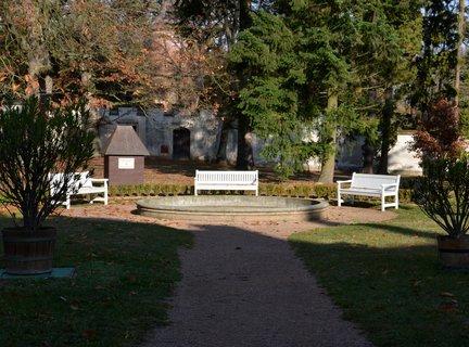 FOTKA - Podzimní posezení u zámku