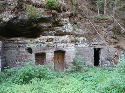 FOTKA - Skalní byty na Kokořínsku poskytovaly levné bydlení našim předkům