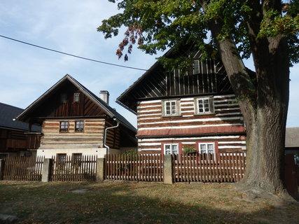 FOTKA -  200 let stará lípy malolistá a lid. architektura, Nosálov