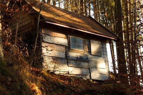 FOTKA - Prosincové Einsiedelei - Stodola s tzv. Leichenbrett v lese