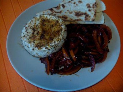 FOTKA - Grilovaný hermelín s restovanou zeleninou