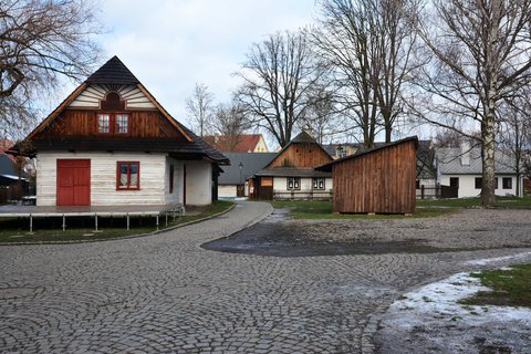 FOTKA - Památková rezervace Betlém leží v samotném středu města Hlinska. Historie tohoto města na Českomoravské vrchovině sahá do 12. století, roubené domky na Betlémě jsou však mladší. Jejich vznik souvisí se zrušením nevolnictví a rozvojem řemesel.