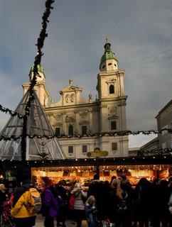 FOTKA - Adventní procházka po Salzburgu - Před dómem