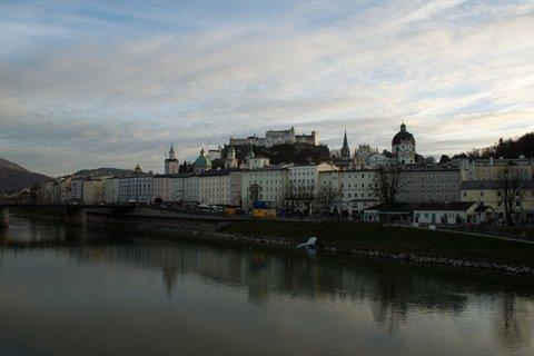 FOTKA - Adventní procházka po Salzburgu - Pohled na Altstadt