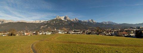 FOTKA - Jaro v prosinci na Ritzensee - Pohled na Saalfelden u Kamenného moře