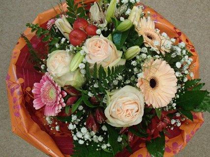 FOTKA - kytica rôznych kvetov