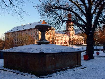 FOTKA - Kašna se sněhem