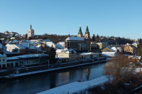 FOTKA - Městu bílý sníh sluší