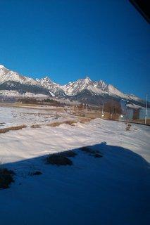 FOTKA - pri ceste vlakom ohliadnutie sa na štíty vrchov