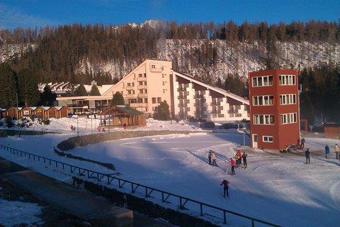 FOTKA - turisti si užívajú snehu