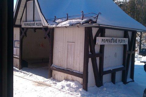 """FOTKA - Popradské Pleso - malý """"prístrešok"""" pred snehom"""