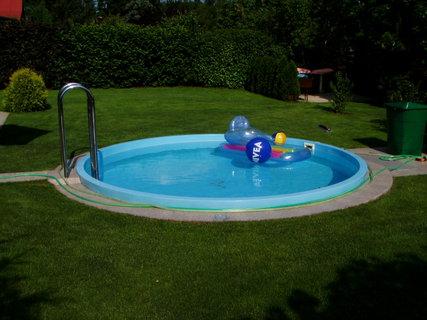 FOTKA - Bazén plný míčů