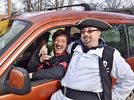 "FOTKA - Piráti ""lovili"" auta.."