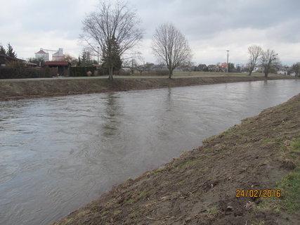 FOTKA - Voda v řece klesá