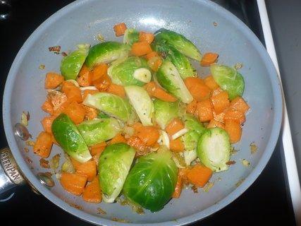 FOTKA - Zelenina dušená na česneku k obědu