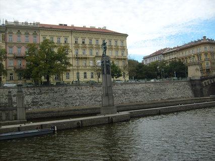 FOTKA - socha na Vltavě