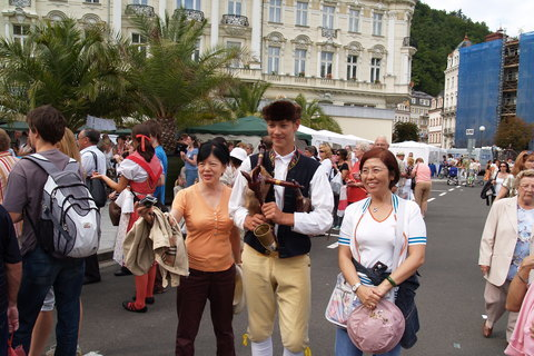 FOTKA - Karlovy Vary bylo veselo