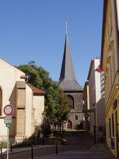 FOTKA - u kostela sv. Štěpána, Praha