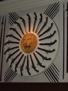 FOTKA - Detail na sbírku zbraní