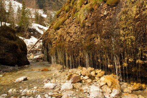 FOTKA - Ještě zimní procházka k Triefen - Stékající oda