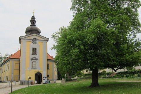 FOTKA - Zámecký areál Ctěnice - spravuje Muzeum hl. města Prahy