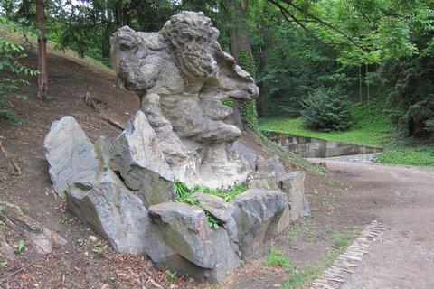 FOTKA - Kamenná socha v Jelením příkopu