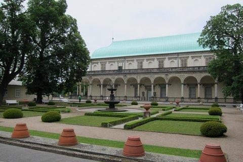 FOTKA - Královská zahrada bude postupně osázena
