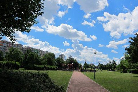FOTKA - Z procházky parkem -  okolo dětského hřiště