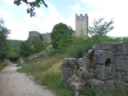 FOTKA - Dvigrad - rozsáhlé zříceniny opevněného městečka z raného středověku, v němž žilo kolem dvou tisíc obyvatel
