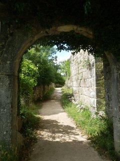 FOTKA - Z původních dvou zdejších hradů – Parentinu a Moncastella se dochoval pouze ten druhý, od středověku je však známý pod jménem Duecastelli