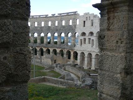 FOTKA - Pula se proslavila skvostnými památkami z římské éry, z nichž nejvýznamnější je velkolepý amfiteátr.