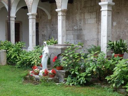 FOTKA - půvabná klášterní zákoutí /Pula