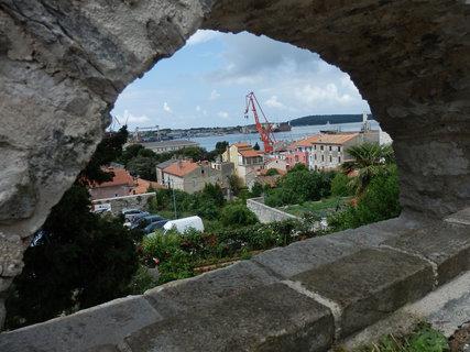 FOTKA - cestou k pevnosti (Pula)