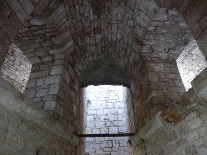 FOTKA - členitá pevnostní architektura, Pula