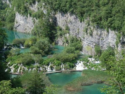 FOTKA - Plitvická jezera leží na horním toku řeky Korana mezi horskými vápencovými masívy Velká a Malá Kapela