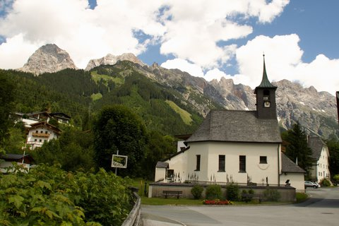 FOTKA - Školní výlet k Triefen - Kostel a okolní hory
