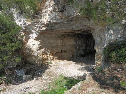 FOTKA - jeskyně na pobřeží (Chorvatsko)