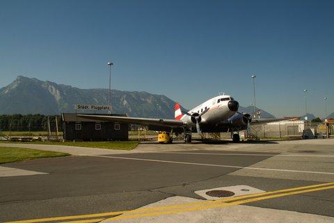 FOTKA - Školní výlet do Salzburgu - Staré letadlo