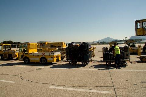FOTKA - Školní výlet do Salzburgu - Transport kufrů k letadlu