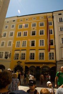 FOTKA - Školní výlet do Salzburgu - Mozartův rodný dům