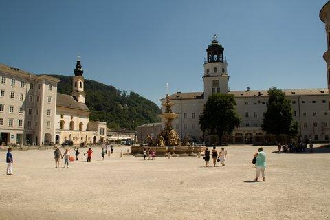 FOTKA - Školní výlet do Salzburgu - Rezidenční náměstí s Rezidenční fontánou