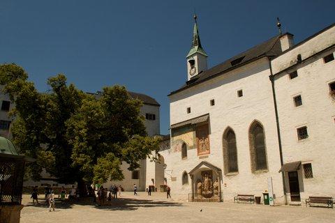 FOTKA - Školní výlet do Salzburgu - Na náměstíčku na pevnosti