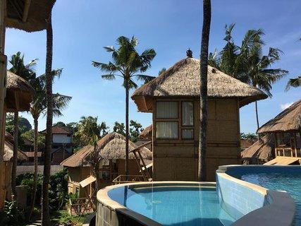 FOTKA - foto pri bazene v Bali