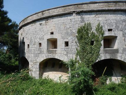 FOTKA - jedna z mnoha pevností kolem Puly