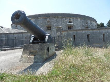 FOTKA - kanón (i pevnostní architektura může být zajímavá (Istrie))