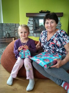 FOTKA - Zuzanka s prababičkou 5 let